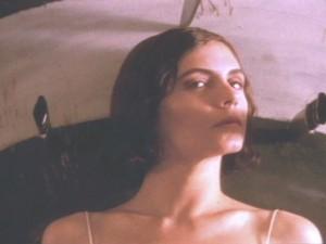 Resultado de imagem para a mulher do atirador de facas